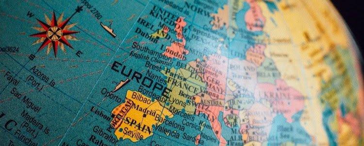 Europatag: So spart Europa – Zinsportal WeltSparen untersucht Spargewohnheiten von Europäern
